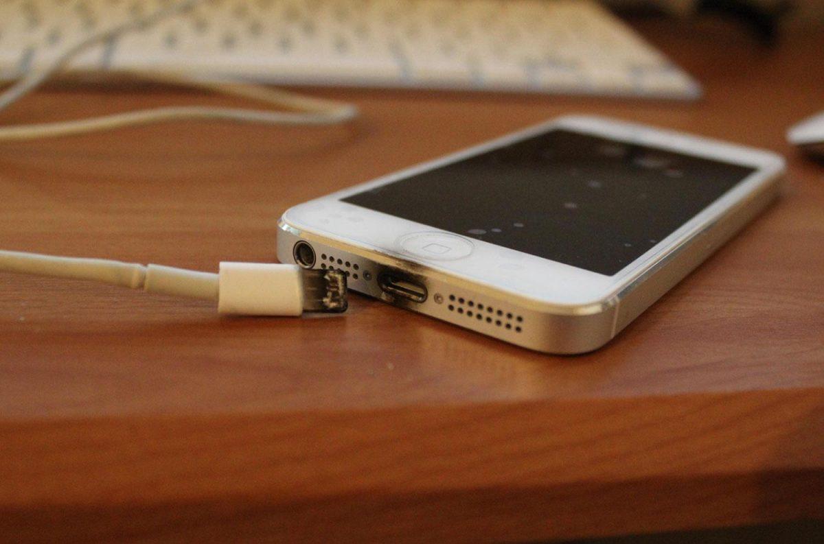 5 'Fakta' Tidak Benar Tentang Cas Telefon Bimbit