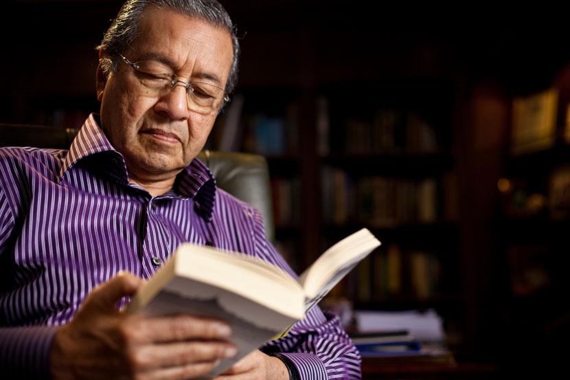 Tun Mahathir Umum Jadi Menteri Pelajaran, Apakah 10 'Janji' Kepada Golongan Pelajar?
