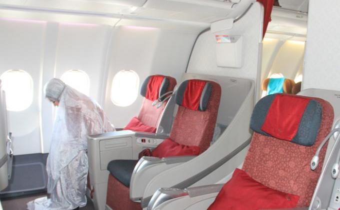 Lelaki Ini Ajar Cara Solat Dalam Flight Untuk Korang Yang Suka Travel